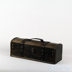 Rectangular wooden trunk with handle